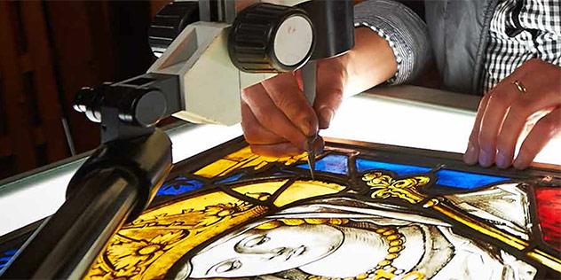 Kirchenfenster durchs Mikroskop